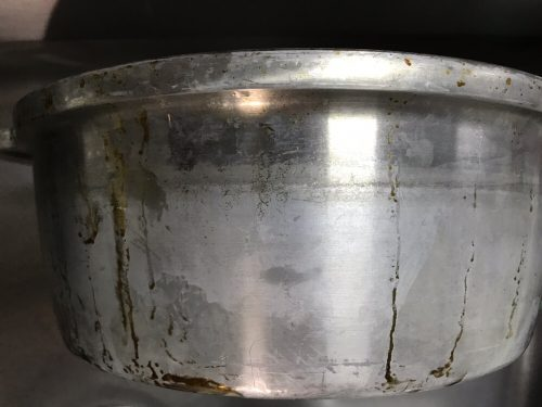 アルカリ洗剤で変色した無水鍋